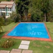 Capa de Piscina: 10,0 x 4,0m Azul 300 Micras + 28 el 20cm , 28 pinos e 3 bóias para escoamento d' água da chuva