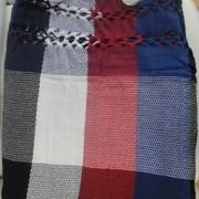 Rede de Descanso QuadriCor Preta Branca Vermelha e Azul Artesanal com 4 metros Casal - Pernambucana Modelo de Franja Tradicional Feita em Algodão Tear